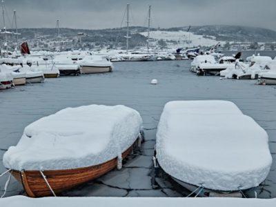 Vinteropplag av båten